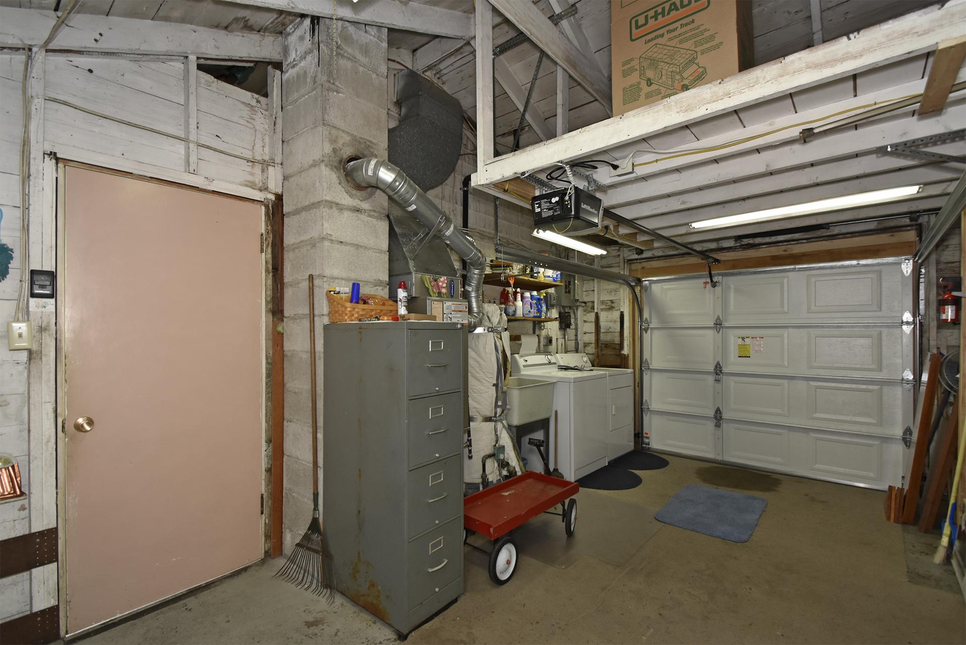 Garage at 8314 Lawndale Ave SW , Lakewood
