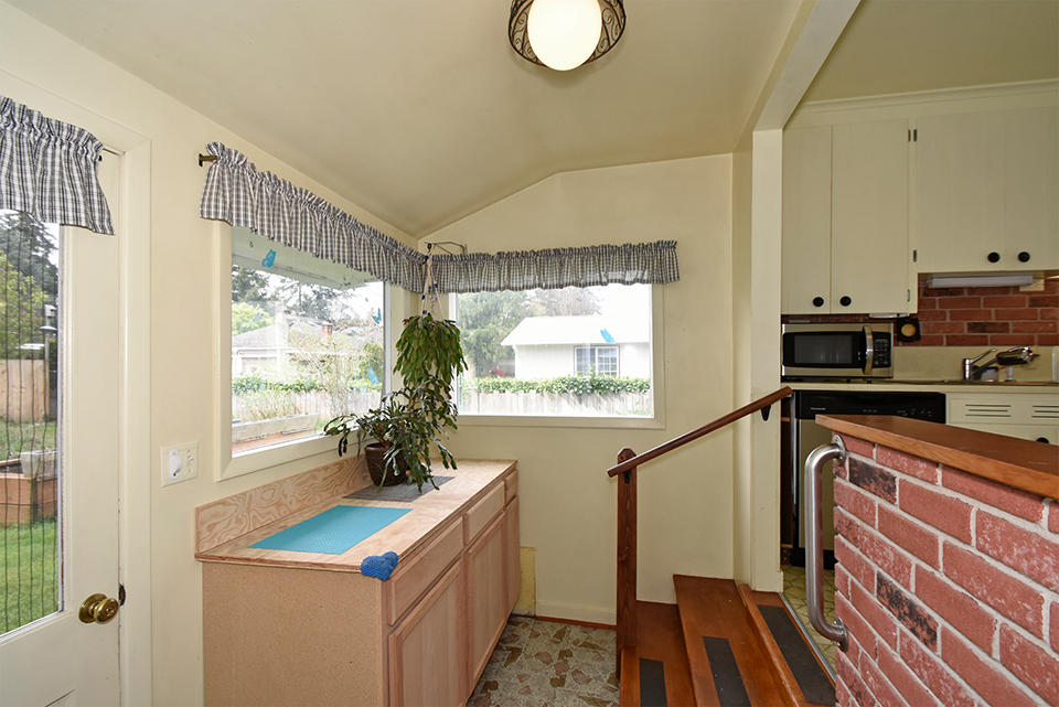 Mudroom at 8314 Lawndale Ave SW , Lakewood