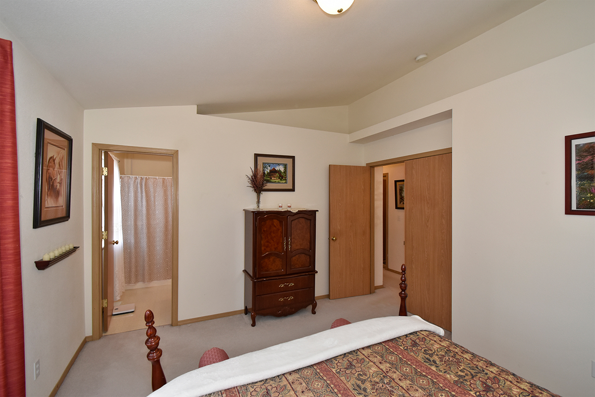 Master Suite - 8707 202nd St E , Spanaway
