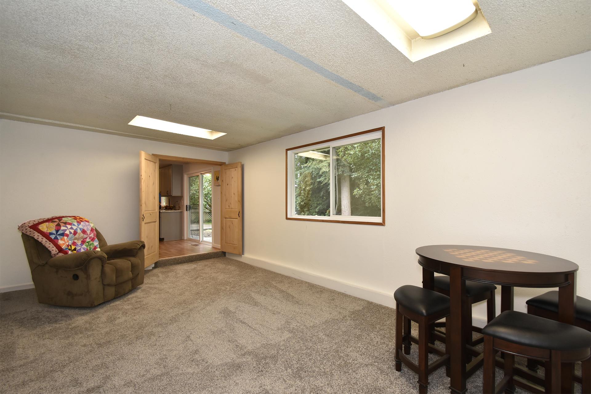 Bonus Room - 11618 211th Ave E