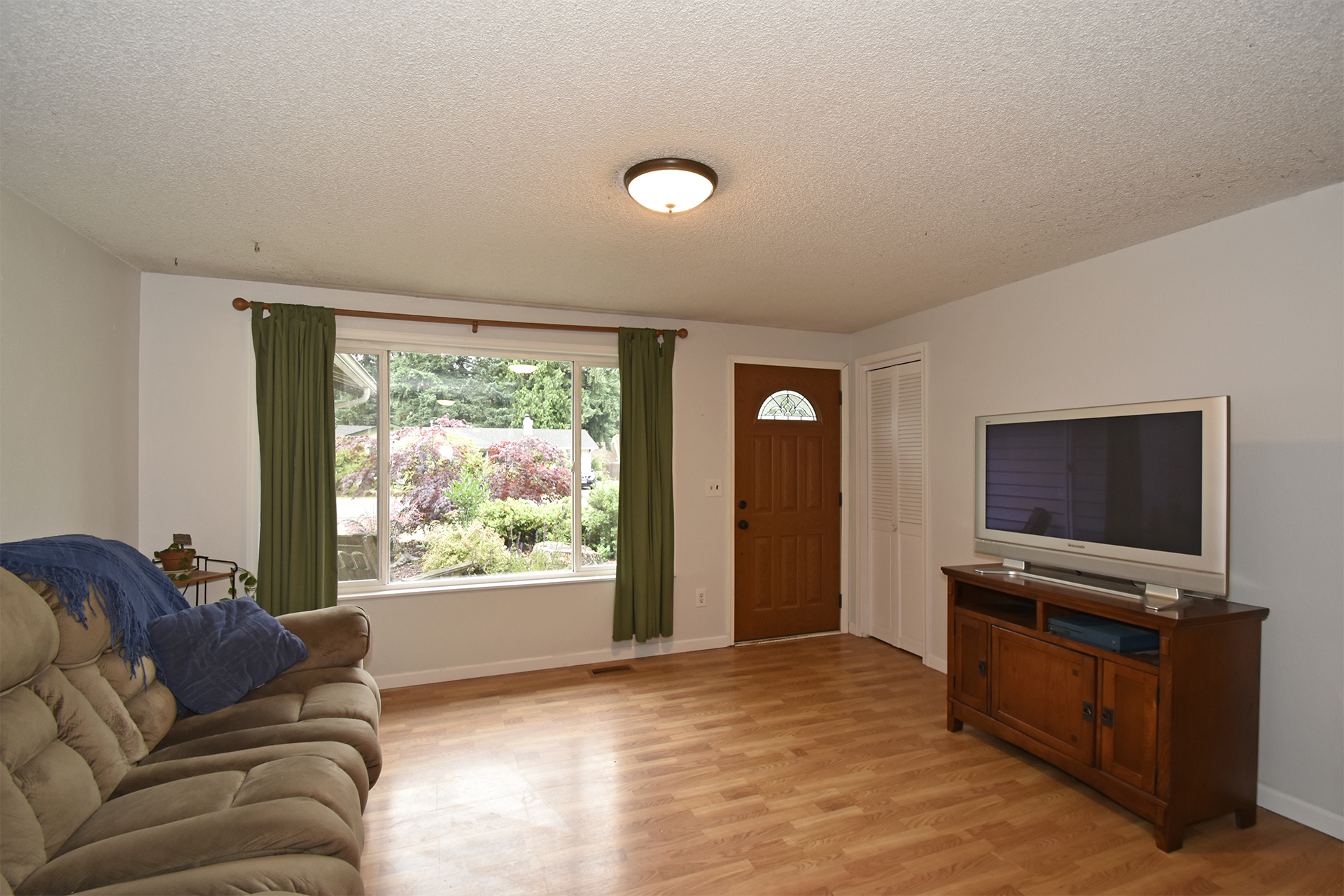 Living Room - 11618 211th Ave E